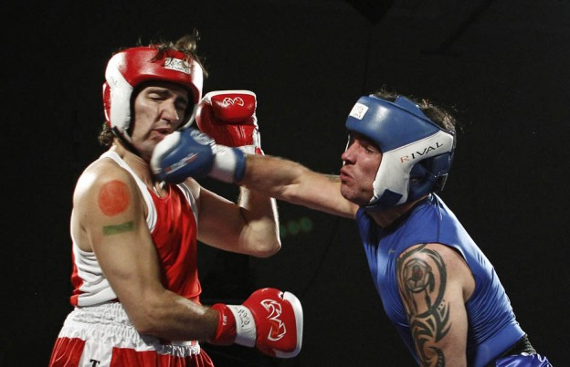 Liberal Member of Parliament Justin Trudeau (L) and Conservative Senator Patrick Brazeau fight during their charity boxing match in Ottawa March 31, 2012.    REUTERS/Chris Wattie    (CANADA - Tags: SPORT BOXING POLITICS)